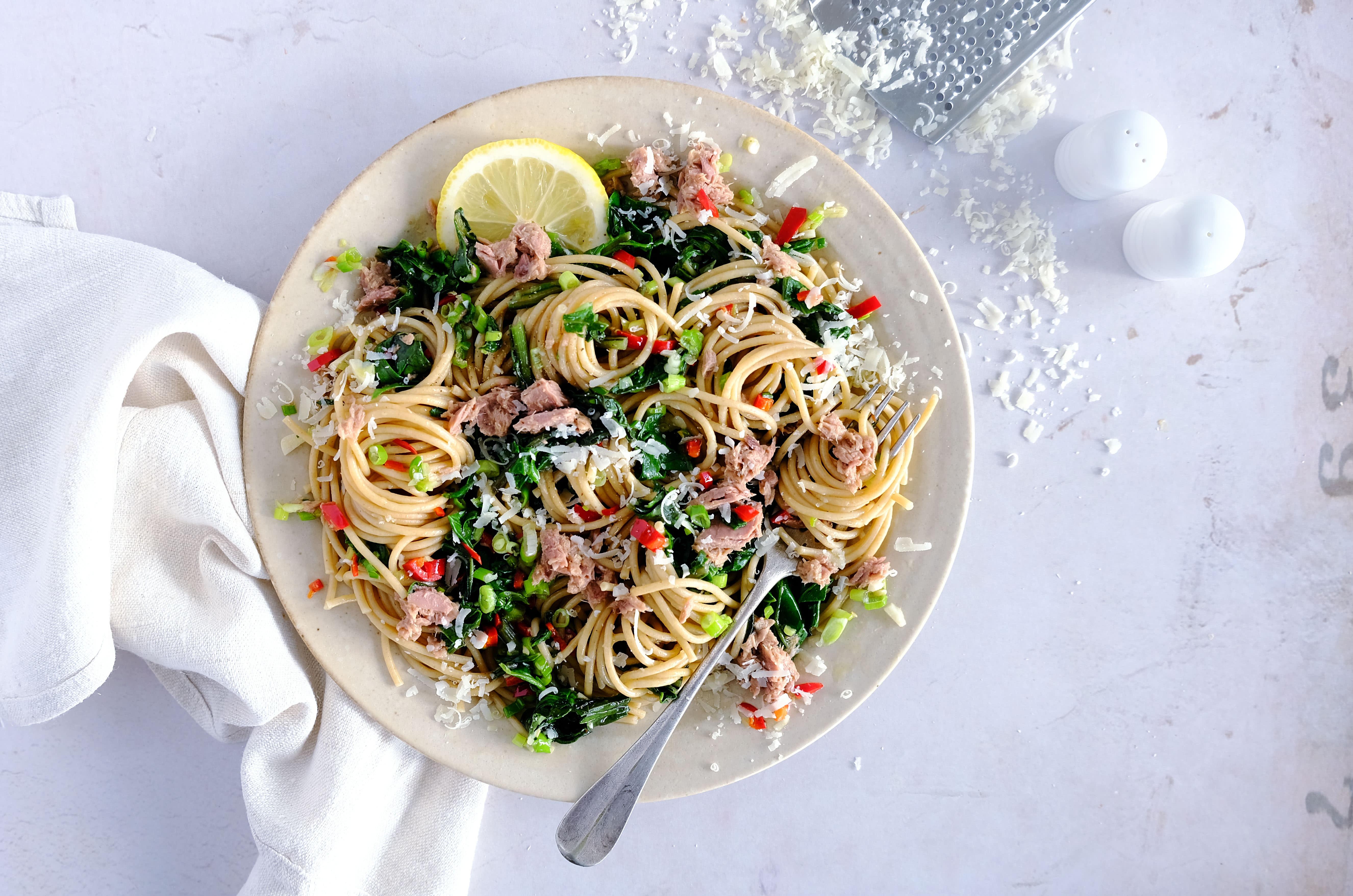 Simple Tuna Wholewheat Spaghetti with Spinach