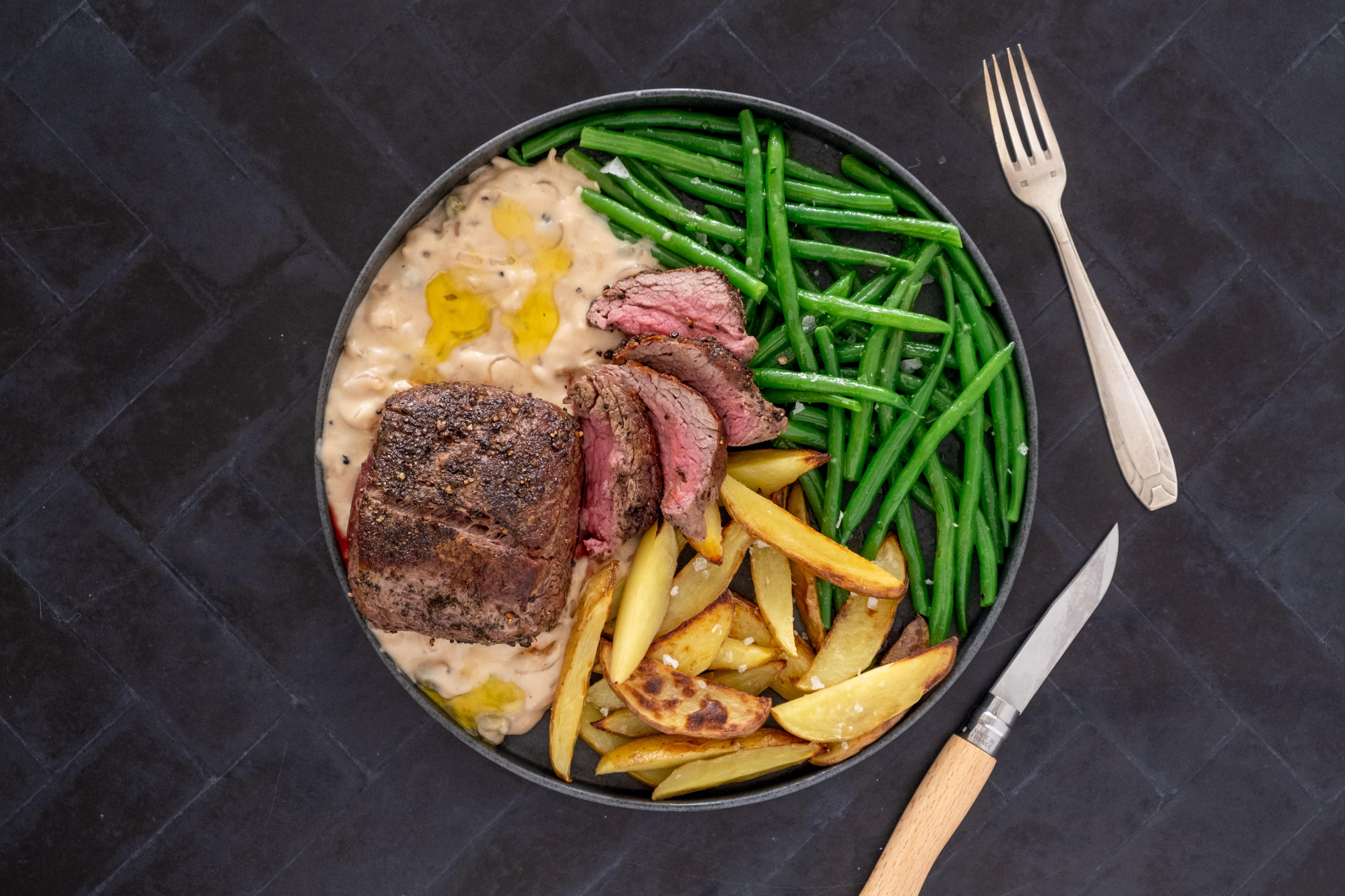 Fillet Steak au Poivre with Green Beans