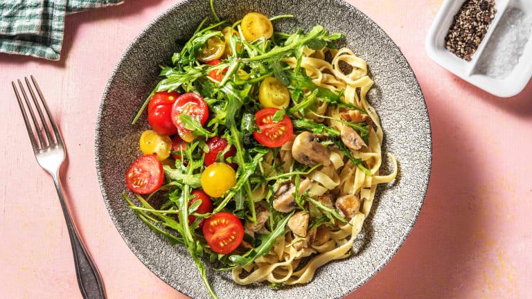 Verse pasta met kruidige champignon-roomsaus