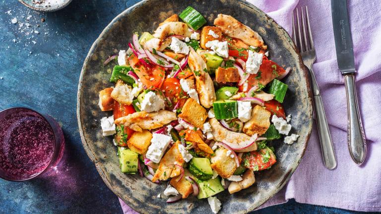 Hähnchenbrust auf griechischem Salat