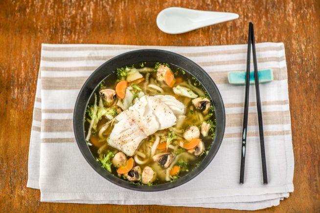 Caloriearme recepten - Japanse ramen met gebakken kabeljauw