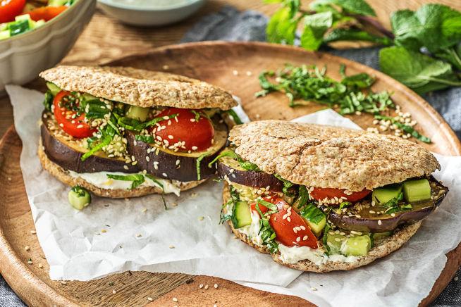 Vegetarische recepten - Gevulde pita met geroosterde aubergine