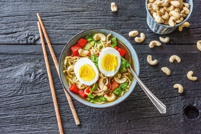 Caloriearme recepten - Aziatische heldere noedelsoep met paksoi en ei
