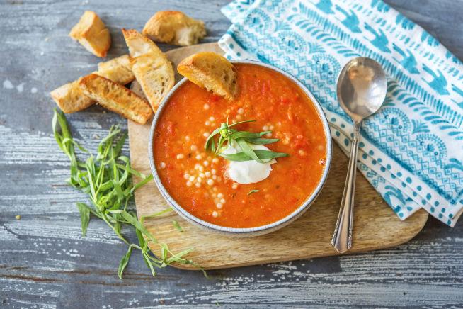 Soupe à la tomate et au poivron, couscous perlé et estragon