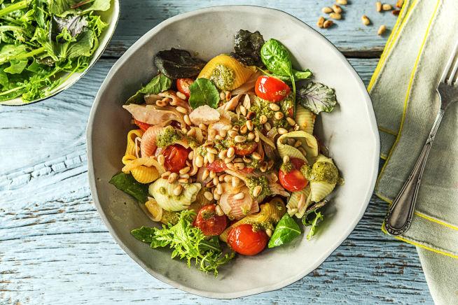Tricolore pasta in tonijn-pestosaus