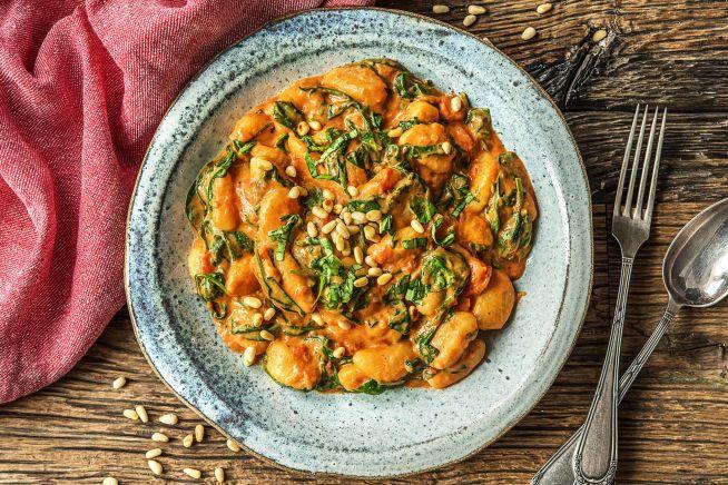 Vegetarische recepten - Gnocchi in spinazie-tomatensaus met geitenkaas