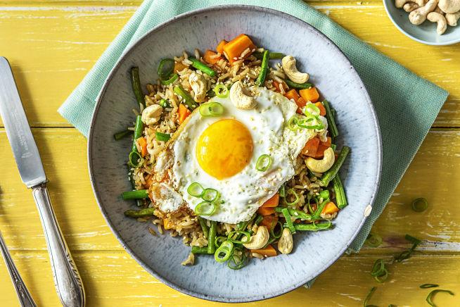 Vegetarische recepten - Gebakken rijst met spiegelei en cashewnoten