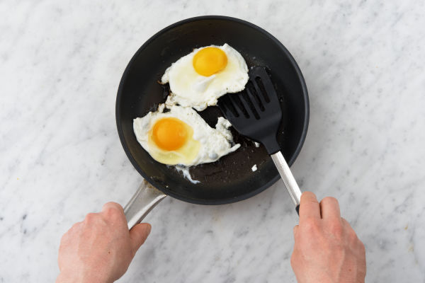 Bak het ei.