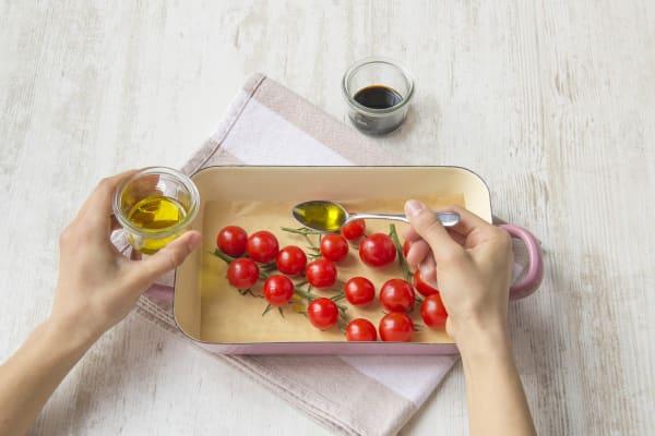 Leg de tomaten in een ovenschaal