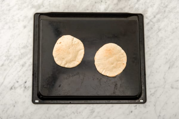 Pita-Brote aufbacken