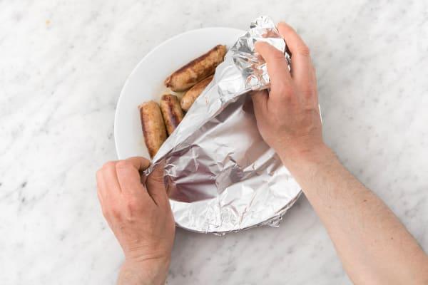 Bewaar de worstjes onder aluminiumfolie