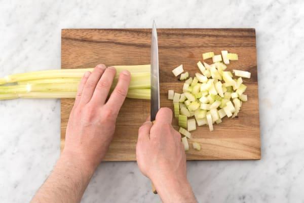 Snijd de bleekselderij
