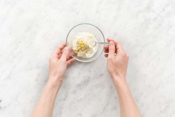 Joghurt-Dip zubereiten