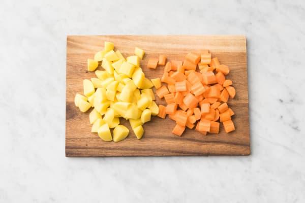 Tailler les carottes et pommes de terre