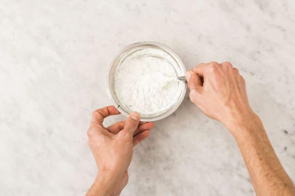 Make yoghurt drizzle