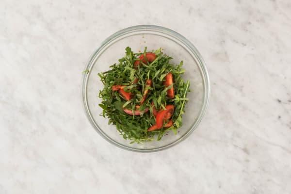 Faire la salade et servir