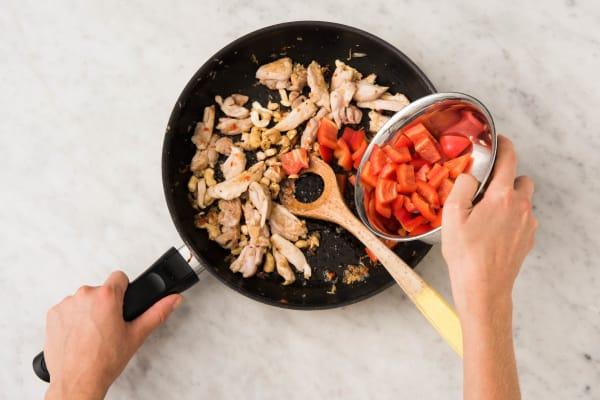 Cuire le poulet et les noix de cajou