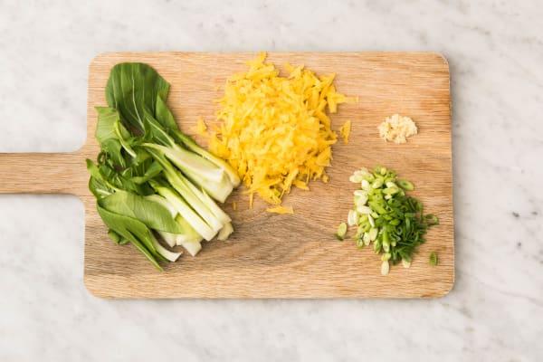 Paksoi snijden en gele peen raspen