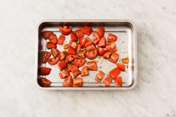 Enfournez les tomates