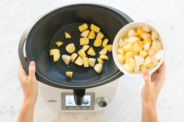 Kartoffel- und Topinamburwürfel einwiegen