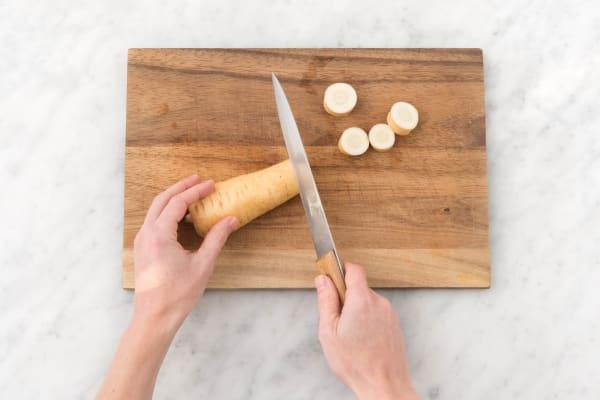 Snijd de peterseliewortel
