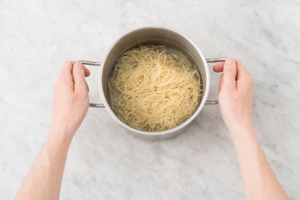 Mie-nudeln zubereiten