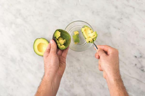 Make the cheat's guacamole