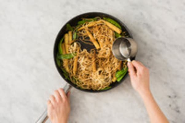 COOK VEGGIES AND NOODLES