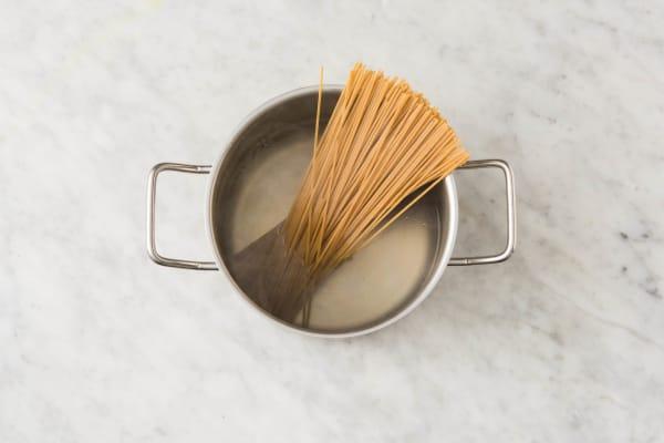Romige spaghetti integrale met makreel