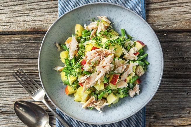 Lauwwarme salade met gerookte forel