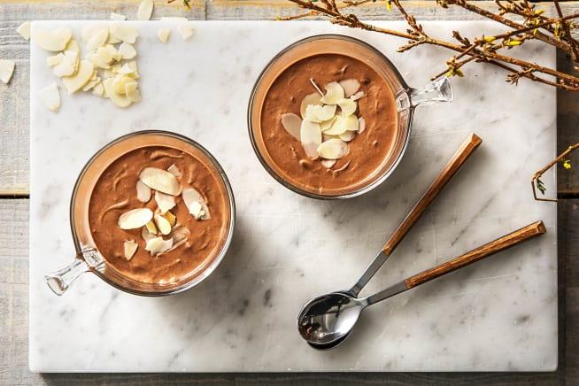 Blije kip leverancier - Zelfgemaakte chocolademousse