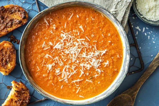 Tomatensoep met paprikapesto-bruschette