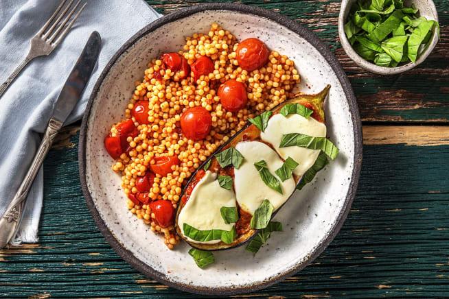 Quick & easy - Aubergine met buffelmozzarella en paprikapesto