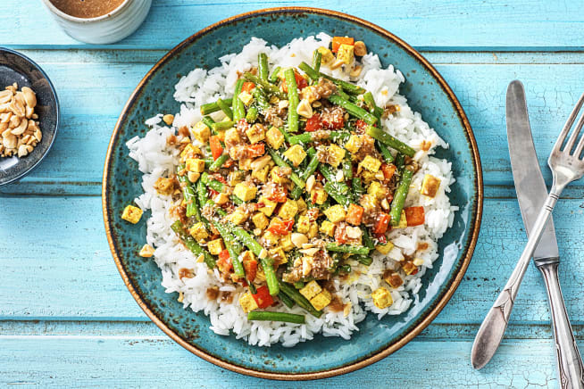Kruidige tofu met rijst en pindasaus