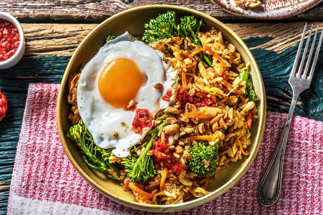 Nasi Goreng! Indonesisches Reisgericht