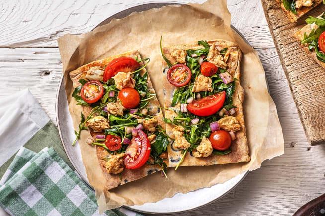 Sommerliche Bruschetta-Pizza mit Oliven