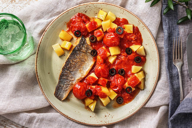 Glutenvrije recepten - Zeebaars met aardappelen in tomatensaus
