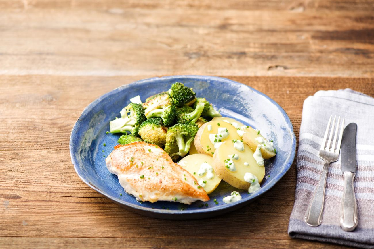 Pan-Seared Garlic Chicken with Crispy Broccoli and Potatoes Huancaina