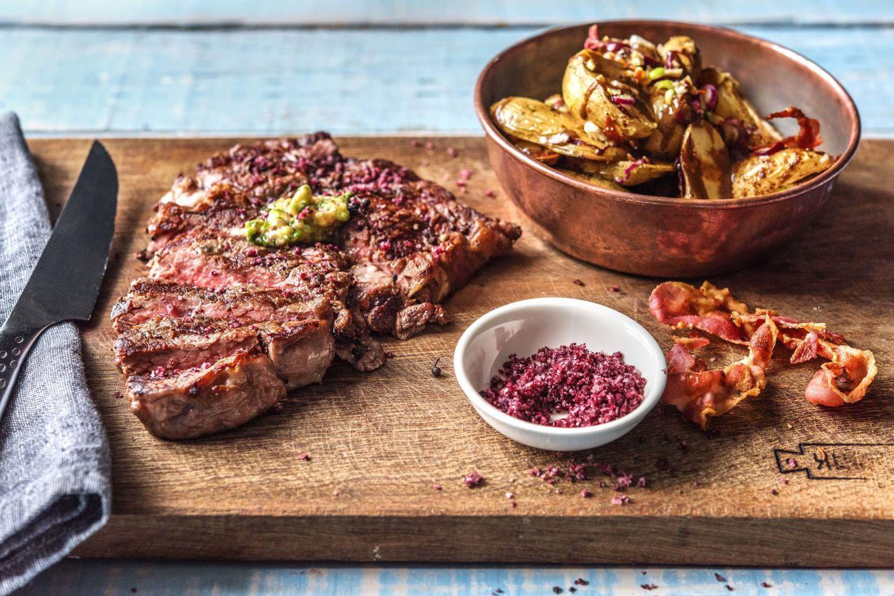 Saftiges Prime-Cut-Steak mit gegrilltem Kartoffelsalat und Pancetta