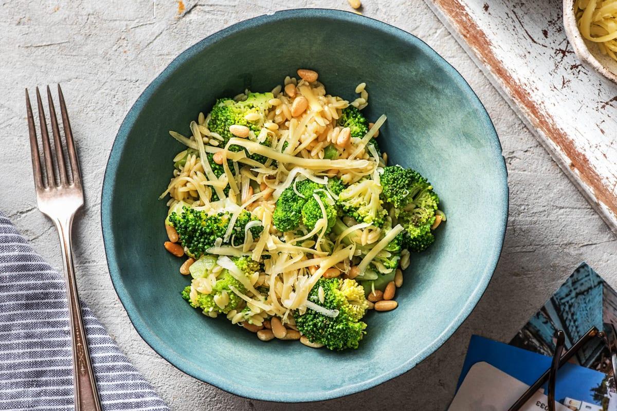 Orzo au brocoli, pecorino et pignons de pin