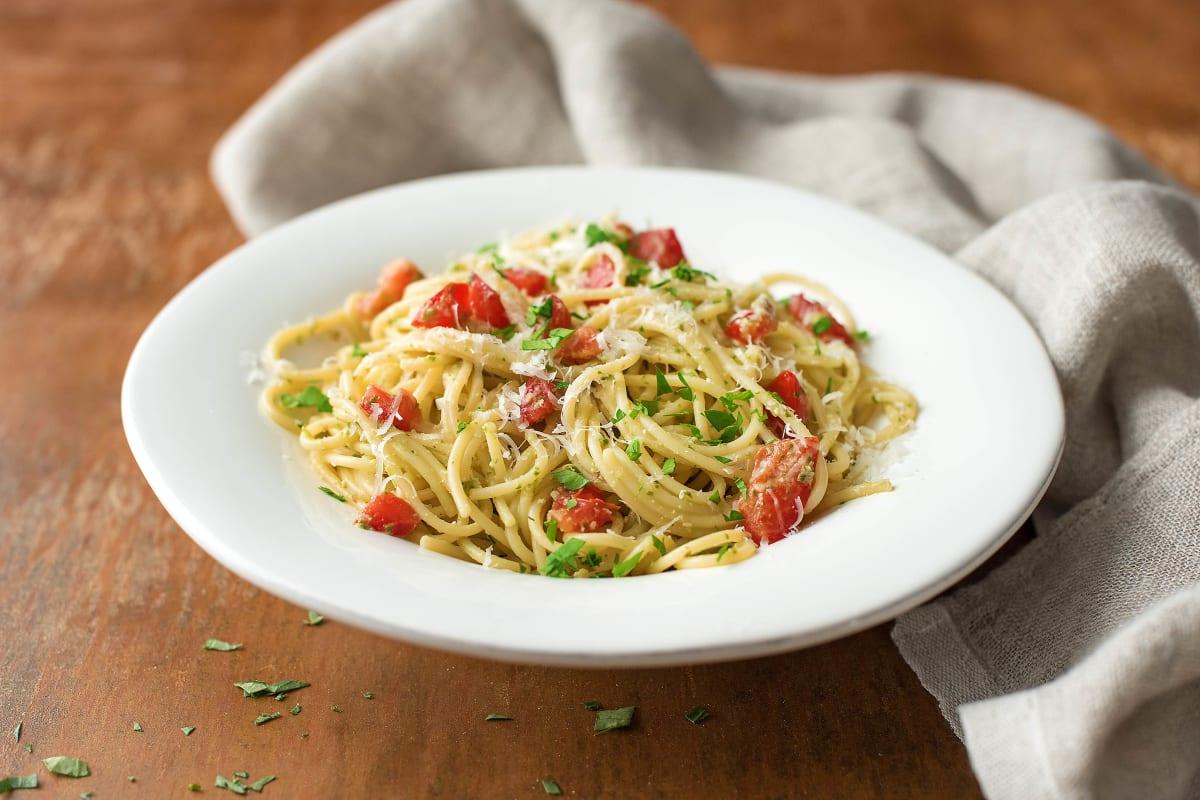 Sauer macht lustig: Spaghetti mit Sauerampfer-Pesto