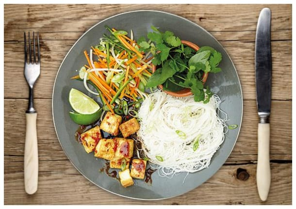 """Vietnamesische """"Bun Cha"""" Reisnudeln mit krossem Tofu"""
