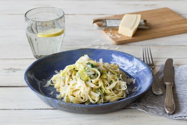 Sommerlich-frische Zucchini-Fettuccine-Pfanne