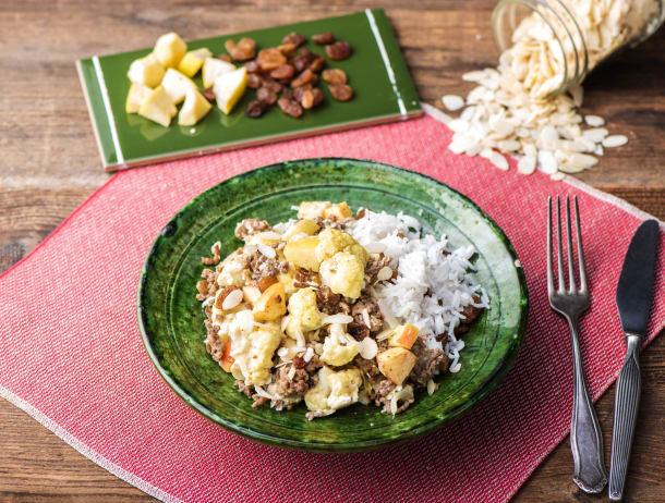 Zuid-Afrikaanse boboti met rundergehakt, bloemkool en rijst