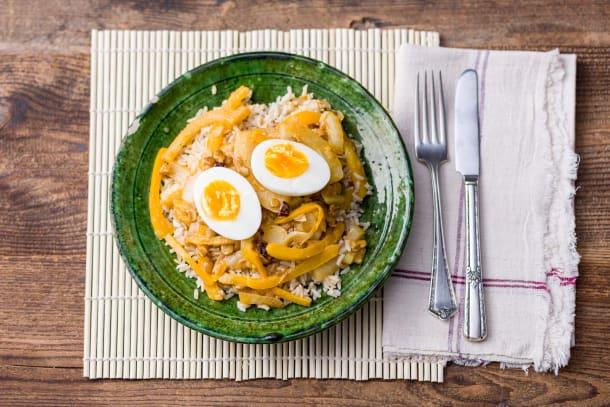 Linzencurry met venkel, steranijs en een gekookt ei