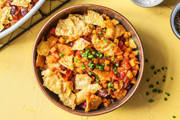 Plat au four mexicain avec des tortillas croquantes