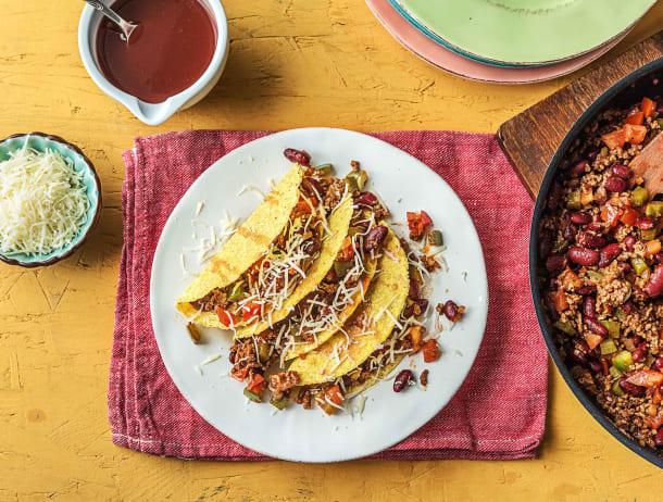 Mexicaanse taco's gevuld met gehakt, kidneybonen, paprika, groene peper en cheddar