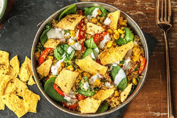 Salade de quinoa à la mexicaine et chips de tacos