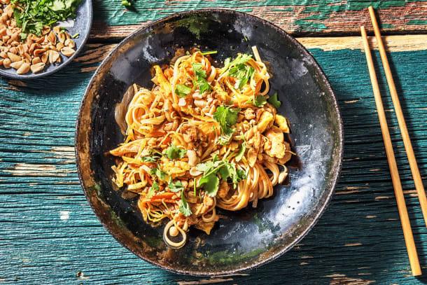 Pad thaï : cuisse de poulet, nouilles et œufs brouillés
