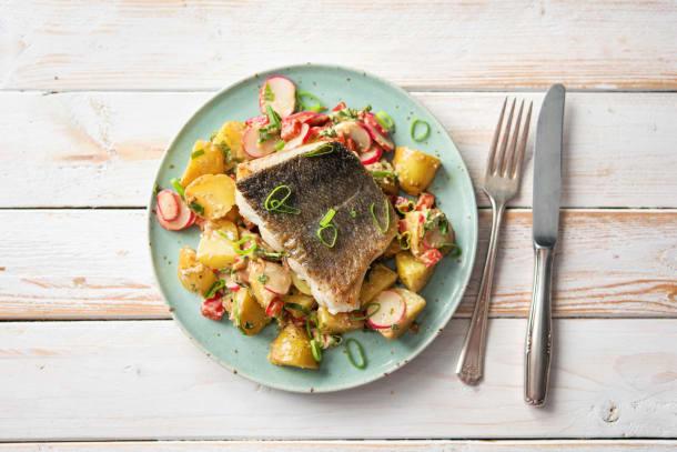 Caloriearme recepten - Gebakken heekfilet met aardappelsalade